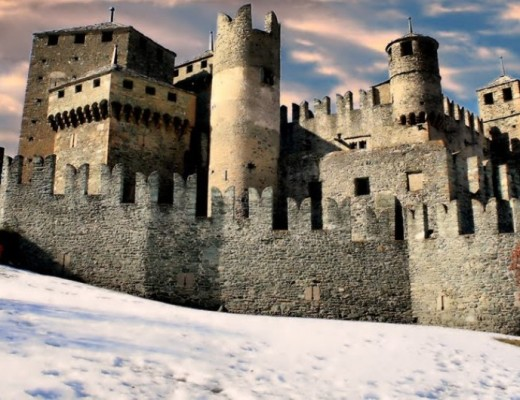 castello_fenis_valle_aosta_1080x530